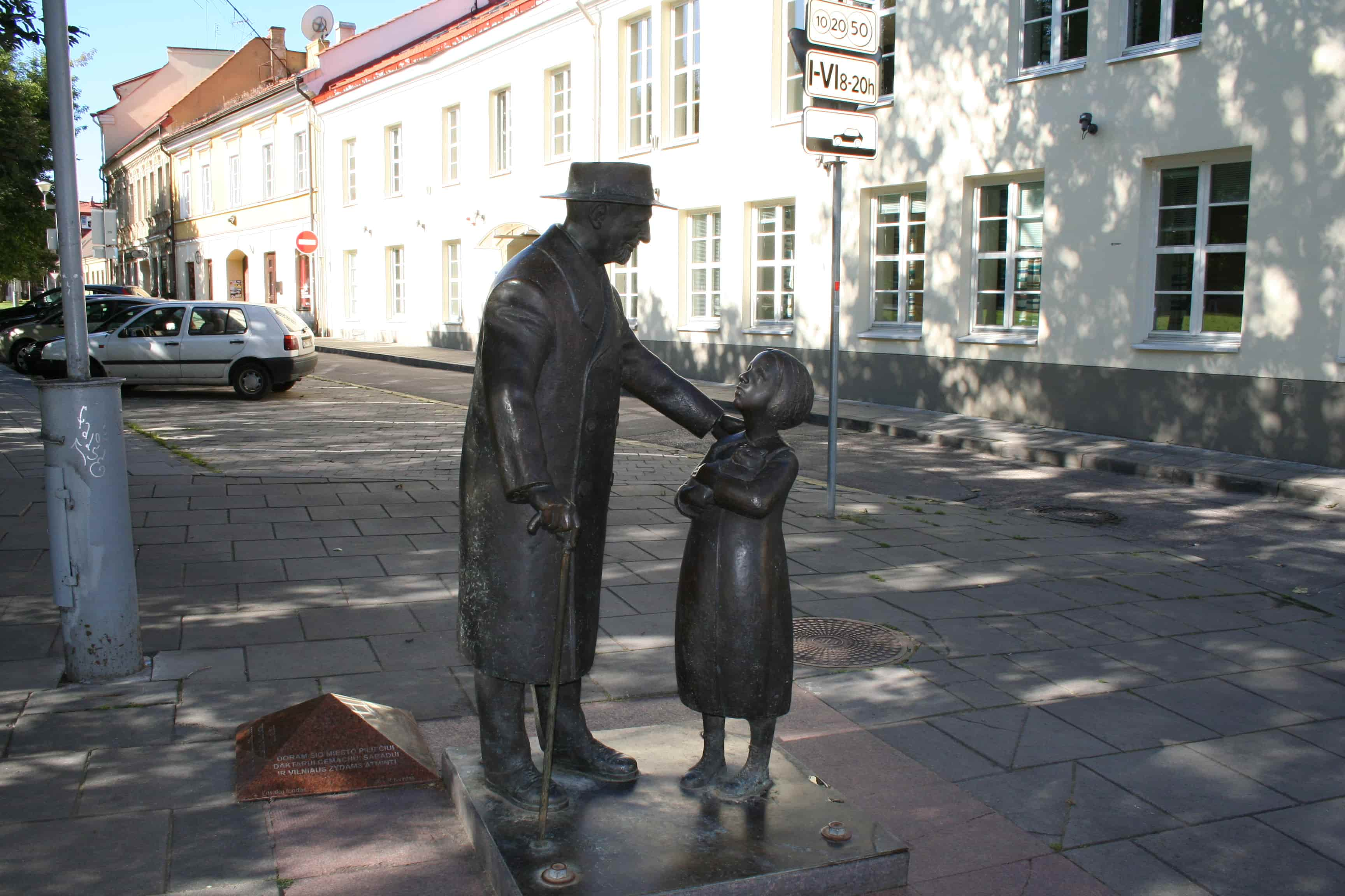 A sculpture of a doctor and girl holding a cat on Jewish Vilnius tour