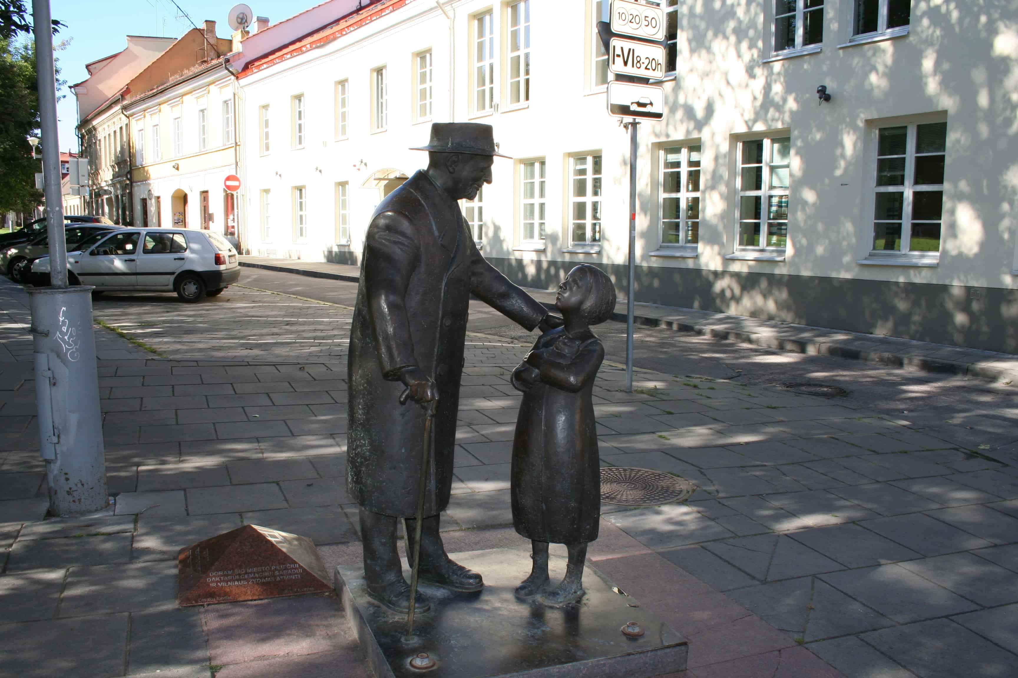 A sculpture of a Jewish doctor on Jewish Vilnius tour