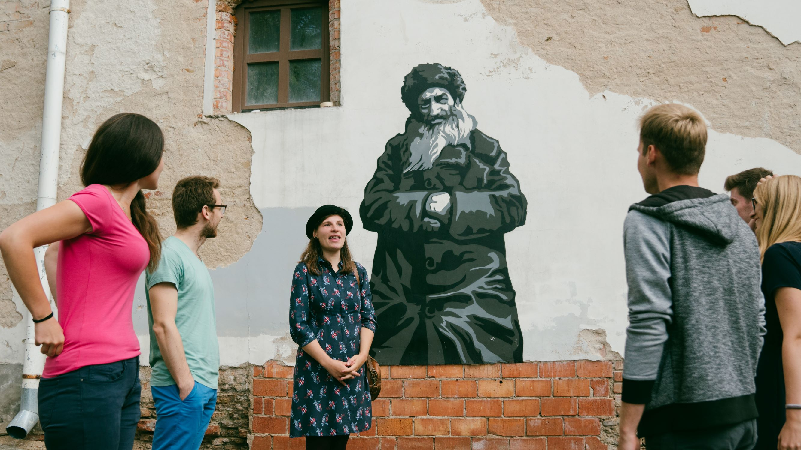 Talking about Walls that remember project on Jewish Vilnius tour